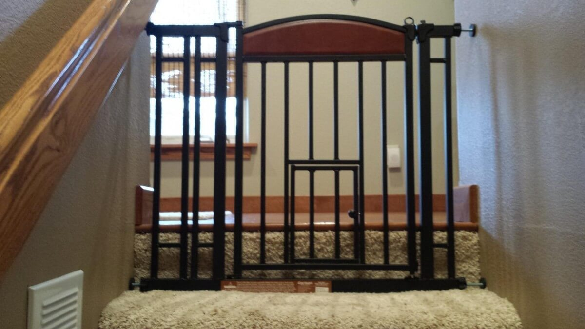 5 best dog gates for indoor use staircases 2018 reviews for Indoor gate design